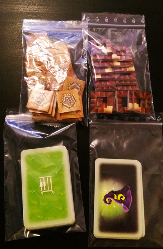 Inlay 05: Stairs, jokers and cards can also be fitted into bags if you want.